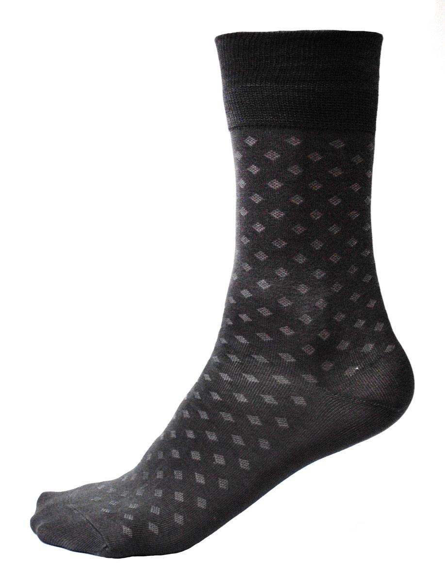 C124AМужские носки Burlesco изготовлены из высококачественного хлопка с добавлением полиамидных и эластановых волокон. Носки комфортно прилегают к ноге без образования складок. Идеальны для повседневной носки. Изделие оснащено широкой эластичной мягкой резинкой. Мысок и пятка усилены. Оформлены узором в виде ромбов.