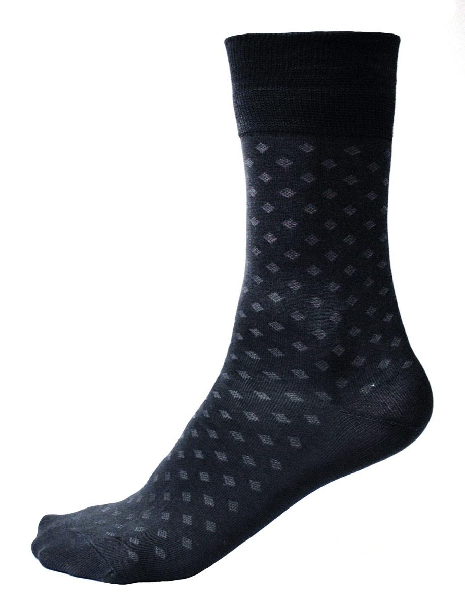 НоскиC124Мужские носки Burlesco изготовлены из высококачественного мерсеризованного хлопка с добавлением полиамидных и эластановых волокон. Носки комфортно прилегают к ноге без образования складок. Идеальны для повседневной носки. Изделие оснащено широкой эластичной мягкой резинкой. Мысок и пятка усилены. Оформлены узором в виде ромбов.