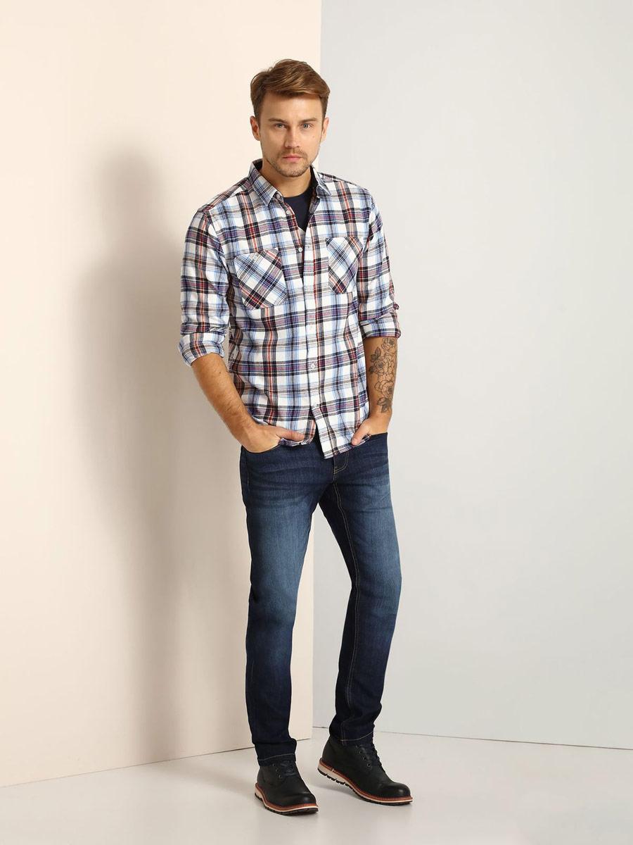 РубашкаSKL2162NIМужская рубашка Top Secret выполнена из натурального хлопка. Модель классического кроя с длинными рукавами и отложным воротником застегивается на пуговицы по всей длине. Манжеты рукавов оснащены застежками-пуговицами. Рубашка оформлена оригинальным принтом. На груди расположены два накладных кармана на пуговицах.