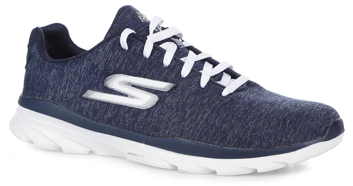 14058-BLUЖенские кроссовки Go Walk 3 - Digitize от Skechers отлично подойдут как для занятий спортом, так и для ежедневного использования. Верх обуви, выполненный из текстиля, декорирован ярким разноцветным принтом. Классическая шнуровка надежно зафиксирует изделие на ноге. Боковая сторона оформлена названием бренда, язычок - текстильной нашивкой. Внутренняя часть и стелька, изготовленные из текстиля, предотвратят натирание. Усовершенствованная стелька Goga Plus+ отлично амортизирует и идеально повторяет форму стопы, обеспечивая тем самым комфорт и уют. Подошва из ЭВА материала может сгибаться с удивительной легкостью, тем самым гарантирует максимальное удобство во время занятий спортом, и создает отличное сцепление с поверхностями. В комплекте предусмотрены дополнительные шнурки.