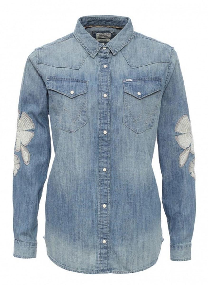 РубашкаW51787P4EЖенская рубашка Wrangler выполнена из натурального хлопка. Рубашка с длинными рукавами и отложным воротником застегивается на кнопки спереди. Манжеты рукавов также застегиваются на кнопки. Рубашка оформлена вышивкой в виде цветов на рукавах. На груди расположены два накладных кармана.