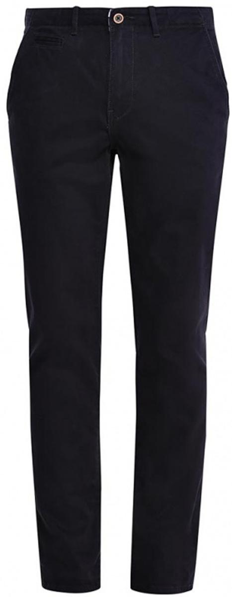 БрюкиW14LCF124Мужские брюки-чинос Wrangler прямого кроя и стандартной посадки изготовлены из эластичного хлопка. Брюки застегиваются на ширинку на застежке-молнии и пуговицу на поясе. Изделие оснащено двумя втачными карманами спереди и двумя втачными карманами на пуговицах сзади. Брюки дополнены шлевками для ремня.