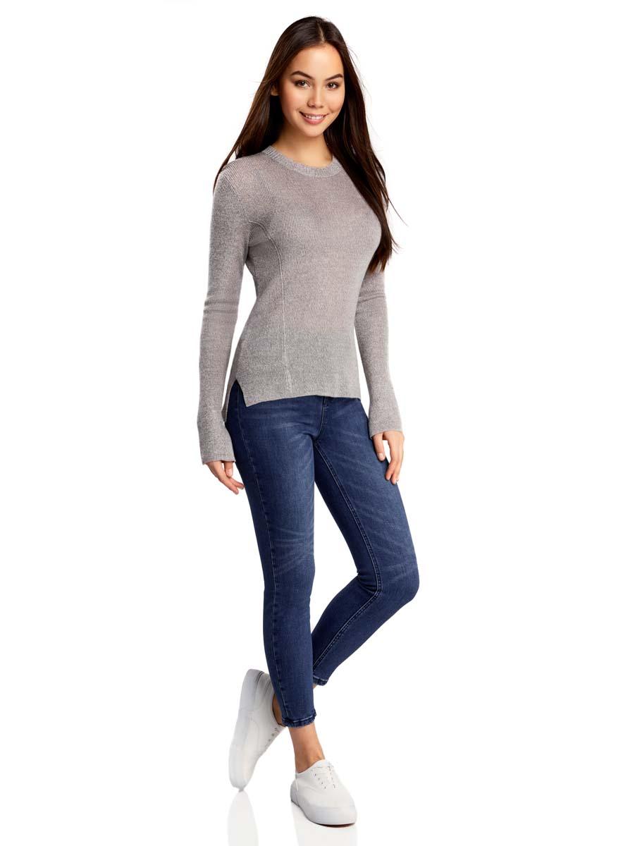 12106138/45875/7500WСтильные женские джинсы oodji Denim выполнены из хлопка с добавлением полиэстера и полиуретана. Материал мягкий и приятный на ощупь, не сковывает движения и позволяет коже дышать. Джинсы-скинни со средней посадкой застегиваются на пуговицу в поясе и ширинку на застежке-молнии. На поясе предусмотрены шлевки для ремня. Спереди модель дополнена двумя втачными карманами и одним накладным кармашком, сзади - двумя накладными карманами. Модель оформлена эффектом потертости и перманентными складками.