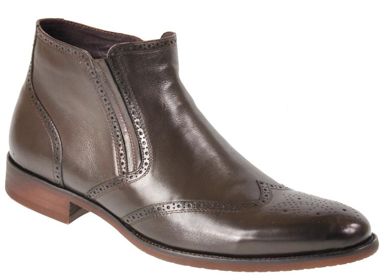 Ботинки3-557-6Модные мужские ботинки Vera Victoria Vito выполнены из натуральной кожи и оформлены декоративной перфорацией. Подкладка и стелька из байки обеспечат комфорт. Боковая застежка-молния позволяет легко снимать и надевать модель. Эластичная вставка с одной из боковых сторон обеспечивает идеальную посадку модели на ноге. Подошва и каблук дополнены рифлением.