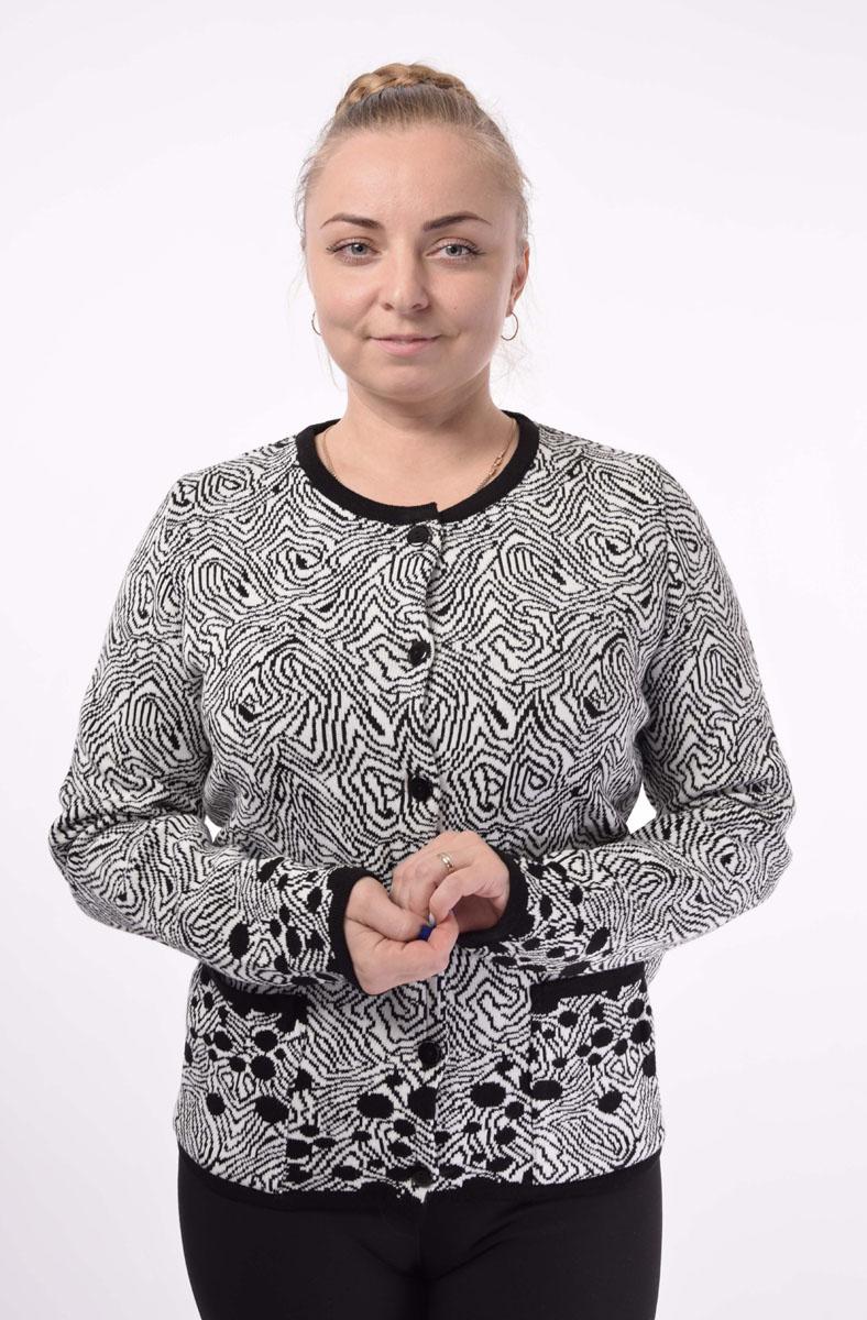 34367Жакет женский Milana Style выполнен из ПАНа с добавлением шерсти. Модель с круглым вырезом горловины и длинными рукавами застегивается на пуговицы по всей длине. Спереди расположены два накладных кармана. Жакет оформлен оригинальным узором.