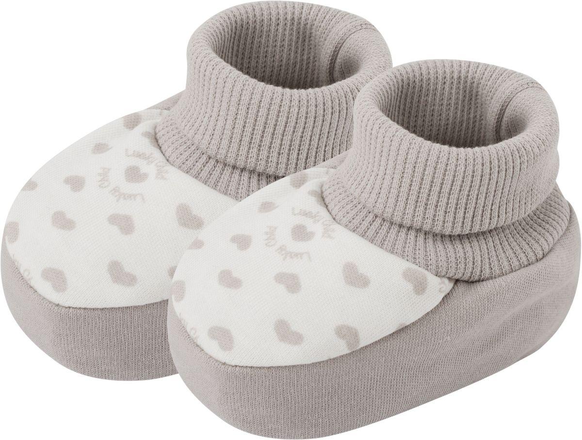 Пинетки33-29_интерлокЕсли до первого уверенного шага вашему малышу еще очень далеко, то это не значит, что он должен и вовсе обходиться без обуви. Пинетки от Lucky Child такие маленькие и трогательные, выполнены из натуральных тканей, мягкие на ощупь. Не зря многие наши мамочки хранят пинетки долгие годы - это память, которая всегда согревает сердце.