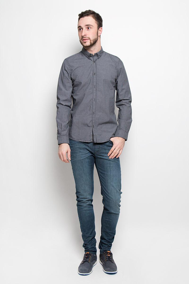 Рубашка2032639.00.10_2124Стильная мужская рубашка Tom Tailor выполнена из натурального хлопка. Модель приталенного силуэта с отложным воротником и длинными рукавами застегивается на пуговицы спереди. Манжеты рукавов дополнены застежками-пуговицами.