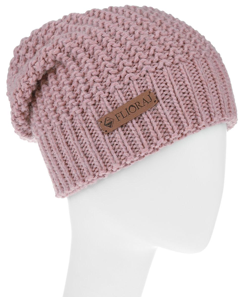 Шапка304FJТеплая двойная шапка Flioraj выполнена из объемной итальянской пряжи. Пряжа из овечьей шерсти и шерсти горной альпаки с добавлением полиакрила и вискозы делает изделие мягким, теплым, комфортным. Модель украшена фирменным кожаным логотипом. Уважаемые клиенты! Размер, доступный для заказа, является обхватом головы.