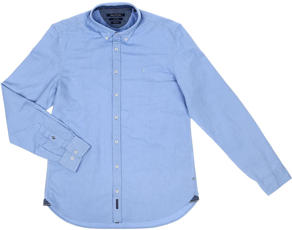 178442062_A81Стильная мужская рубашка Marc OPolo, выполненная из натурального хлопка, позволяет коже дышать, тем самым обеспечивая наибольший комфорт при носке. Модель классического кроя с отложным воротником застегивается на пуговицы по всей длине. Длинные рукава рубашки дополнены манжетами на пуговицах. На груди оформлена вышивкой с логотипом бренда.