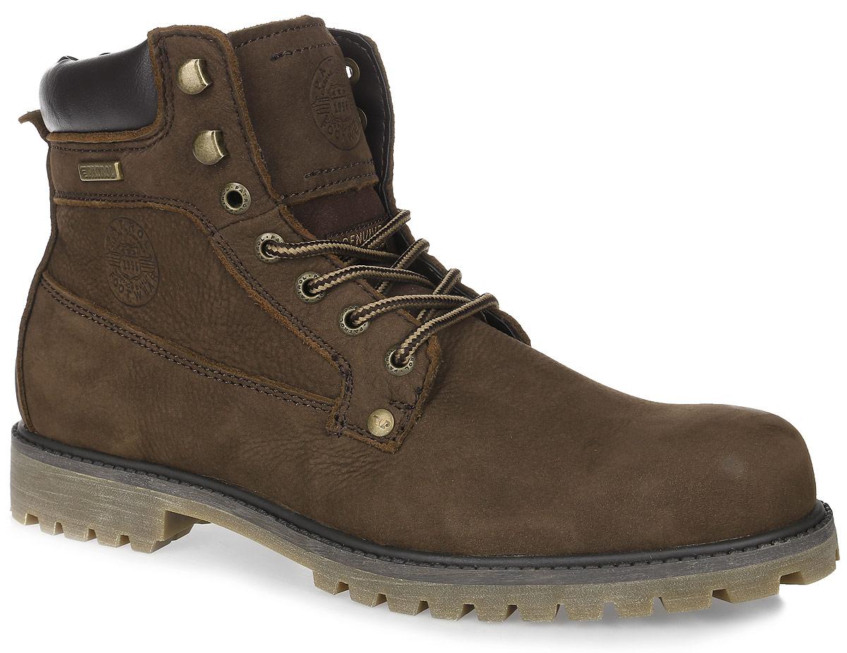 Ботинки456-9851T-17w-4-2Мужские ботинки от Patrol выполнены из натурального нубука, на язычке и сбоку оформлены тиснением с логотипом бренда. Подкладка и стелька выполнены из текстиля. Шнуровка позволяет оптимально зафиксировать модель на ноге. Резиновая подошва обеспечит надежное сцепление на любых поверхностях.