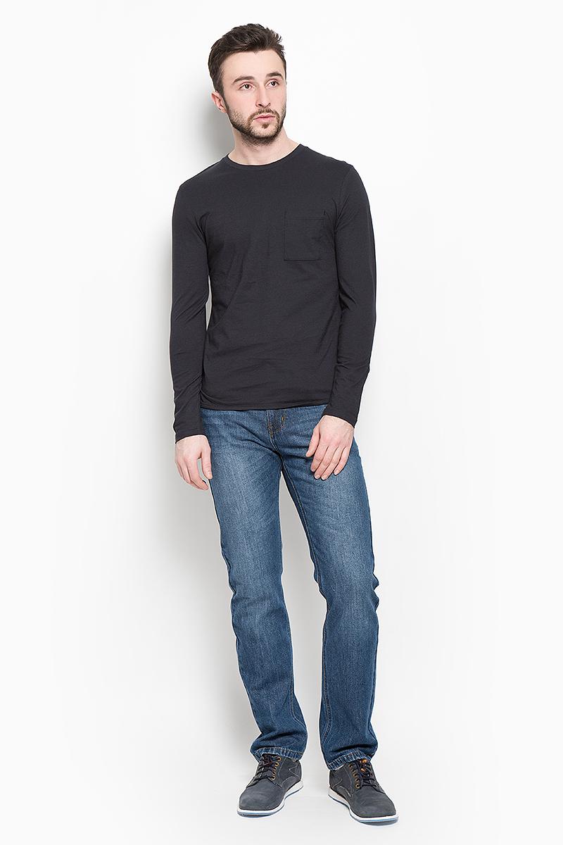Лонгслив16052848_Jet BlackМужской лонгслив Selected Homme Identity выполнен из натурального хлопка. Модель с круглым вырезом горловины и длинными рукавами дополнена на груди накладным карманом. Спинка модели немного удлинена.