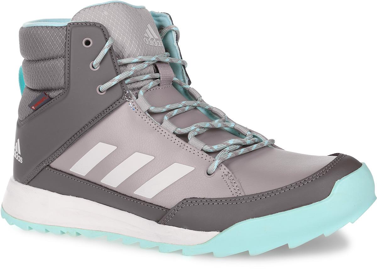 КроссовкиAQ2026Женские высокие кроссовки CW Choleah Sneaker от adidas выполнены из прочной натуральной кожи с полиуретановым покрытием, которое легко чистится. Утепленное голенище выполнено из рипстопа. Высокотехнологичный синтетический утеплитель PrimaLoft с технологией ClimaWarm сохраняет ноги в тепле и сухости. Легкая упругая промежуточная подошва из ЭВА сохраняет свои свойства в течение долгого времени. Резиновая подошва Traxion и специальный глубокий протектор адаптированы для максимального сцепления даже с мокрыми поверхностями. Эта туристическая модель адаптирована под особенности женской стопы.