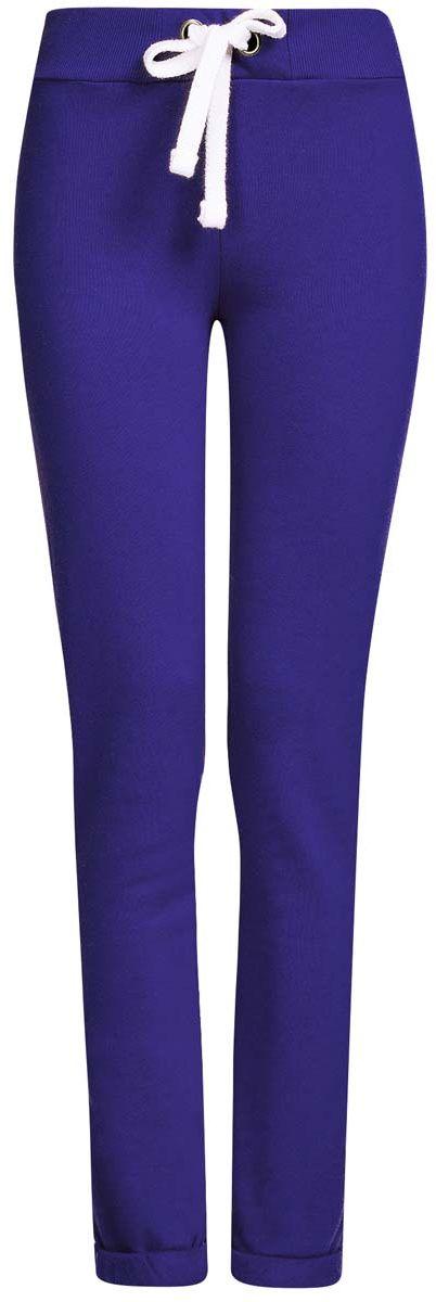 16701010B/46980/2300MСпортивные женские брюки oodji Ultra выполнены из натурального хлопка. Изнаночная сторона изделия с мягким начесом. Модель имеет широкую резинку на поясе, объем талии регулируется при помощи шнурка-кулиски. Сзади брюки дополнены имитацией прорезного кармана. Снизу брючины оснащены декоративными отворотами на резинках.