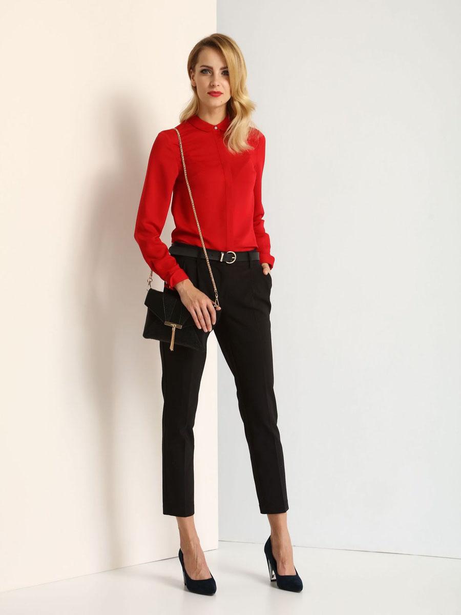 БлузкаSKL2151CEМодная женская блузка Top Secret изготовлена из высококачественного полиэстера. Модель свободного кроя с отложным воротником и длинными рукавами застегивается спереди на пуговицы по всей длине. Манжеты рукавов оснащены застежками-пуговицами. Нижняя часть модели по боковым швам дополнена небольшими разрезами.