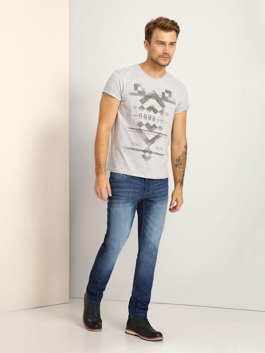 SPO2922SZМужская футболка Top Secret, изготовленная из натурального хлопка, очень мягкая, тактильно приятная и не сковывает движения. Изделие с круглым вырезом горловины и короткими рукавами оформлено спереди оригинальным принтом.