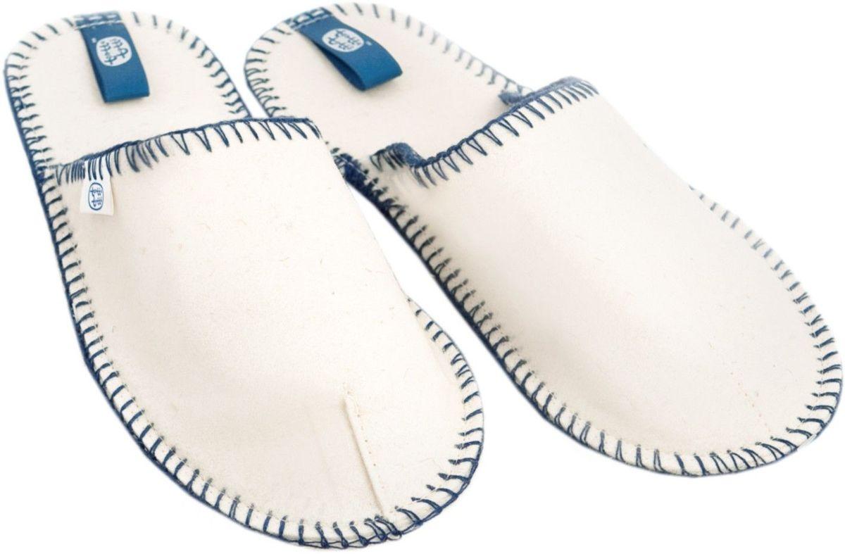 Тапочки162Тапки Matti, выполненные из натурального фетра, необычайно легкие, их подошва не скользит и не деформируется. Эргономичный крой тапок дарит ногам отдых и комфорт. Идеальная выделка шерсти позволяет тапкам быть удивительно гигроскопичными и приятными для ног. Комплект тапок в мешочке - это не только удобный способ их хранения, но и великолепный подарок, имеющий функциональную и эстетическую ценность.