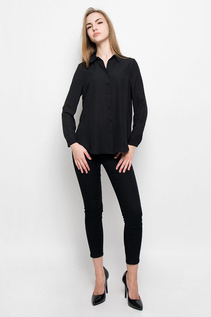 10156770_001Модная женская блузка Broadway Shala изготовлена из высококачественного полиэстера. Модель свободного кроя с отложным воротником и длинными рукавами застегивается на пуговицы по всей длине. Нижняя часть изделия по боковым швам дополнена разрезами. Манжеты рукавов оснащены застежками-пуговицами.