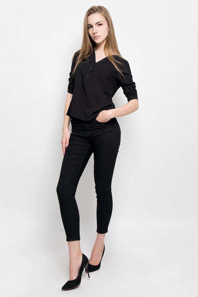 Блузка10156635_001Женская блуза Broadway Saaida с рукавами до локтя и V-образным вырезом горловины выполнена из натуральной вискозы. Блузка имеет свободный крой и застегивается сверху на три пуговицы. Манжеты рукавов также застегиваются на пуговицы.