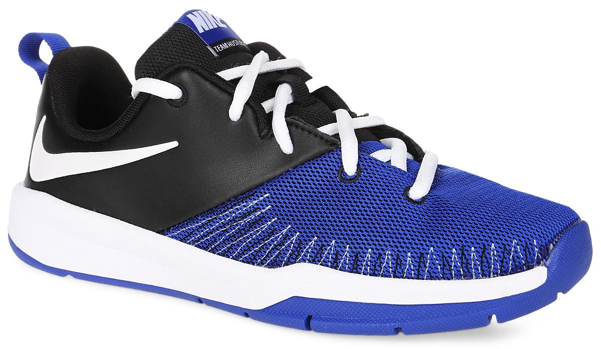 Кроссовки834318-002Кроссовки для баскетбола Nike Team Hustle D 7 Low с мягким прочным верхом выполнены из натуральной кожи и дополнены вставками из дышащего текстиля, обеспечивают комфортную поддержку и фиксацию. Модель на классической шнуровке. Боковые стороны декорированы логотипом бренда. Подкладка и стелька изготовлены из текстиля. Глубокие эластичные желобки гарантируют гибкость и сцепление. Перфорированные вставки повышают воздухопроницаемость. Зигзагообразная резиновая подошва износостойкая.