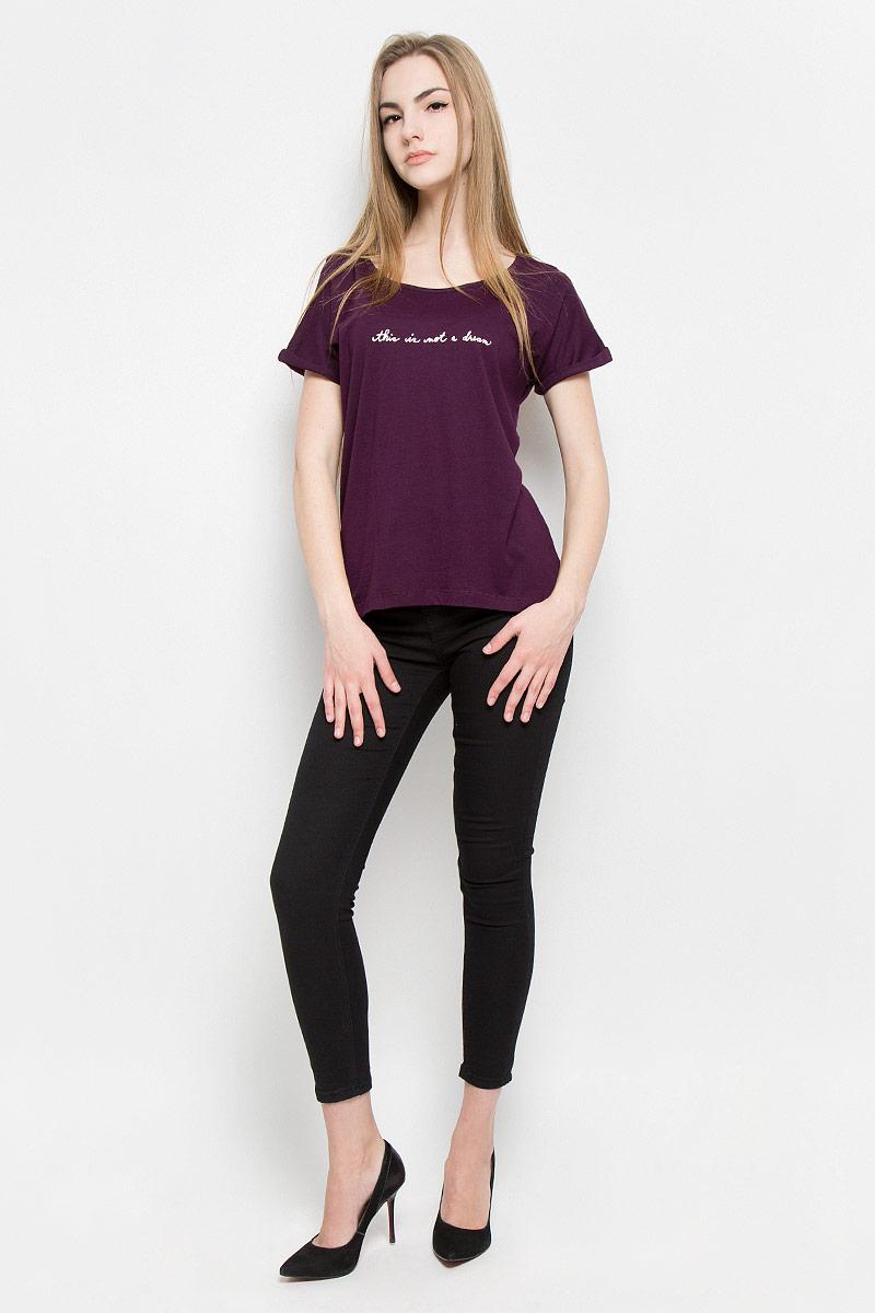 Футболка10156986_33AМодная женская футболка Broadway Sia изготовлена из вискозы и хлопка. Модель с круглым вырезом горловины и короткими цельнокроеными рукавами оформлена спереди надписью с блестками. Спинка изделия немного удлинена.