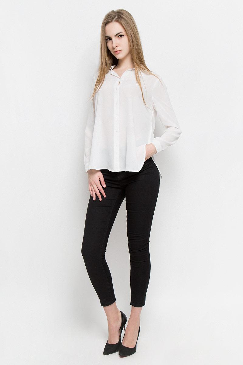Блузка10156770_001Модная женская блузка Broadway Shala изготовлена из высококачественного полиэстера. Модель свободного кроя с отложным воротником и длинными рукавами застегивается на пуговицы по всей длине. Нижняя часть изделия по боковым швам дополнена разрезами. Манжеты рукавов оснащены застежками-пуговицами.