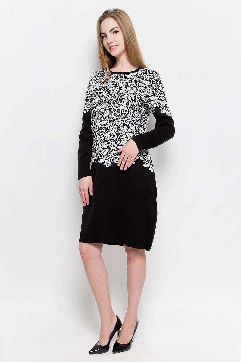 451Платье Milana Style выполнено из ПАН с добавлением шерсти. Вязаная модель средней длины с длинными рукавами имеет круглый вырез горловины. Платье оформлено контрастным цветочным узором.