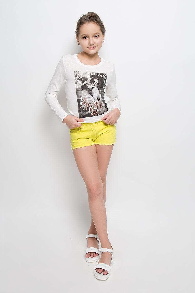 Шорты164054Стильные шорты для девочки Scool идеально подойдут для активного отдыха и прогулок. Изготовленные из натурального хлопка, они необычайно мягкие и приятные на ощупь, не сковывают движения малышки и позволяют коже дышать, не раздражают даже самую нежную и чувствительную кожу ребенка, обеспечивая наибольший комфорт. Короткие шортики застегиваются на ширинку на застежке-молнии и пуговицу на поясе. С внутренней стороны пояс регулируется эластичной резинкой с пуговицей. Модель дополнена двумя втачными карманами и одним накладным кармашком спереди, а также двумя накладными карманами сзади. Оригинальный современный дизайн и модная расцветка делают эти шорты модным и стильным предметом детского гардероба. В них ваша малышка всегда будет в центре внимания!