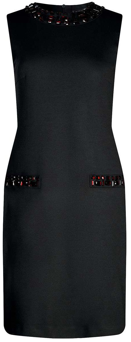 Платье24005134/38261/2900NПлатье oodji Collection без рукавов имеет круглый воротник и ложные карманы инкрустированные крупными стразами. Изделие плотно садится по фигуре. Застегивается сзади на молнию.