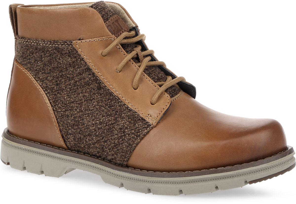 БотинкиP309043Стильные женские ботинки Caterpillar Alessia идеально подойдут для прогулок в осеннем сезоне. Верх комбинирован из натуральной высококачественной кожи с текстильными вставками, что позволяет чувствовать себя комфортно в любую погоду. Антиабразивные компоненты подошвы гарантируют прочность и долгий срок службы без трещин и разрывов. Особый покрой модели разработан с учетом анатомии женской стопы. Резиновая подошва обеспечивает высокую степень надежности и сцепление на поверхности. Классическая шнуровка надежно фиксирует обувь на ноге.