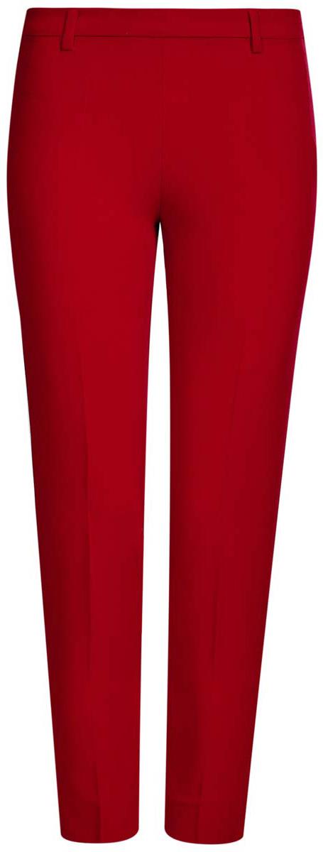 21706022-1/18600/2900NСтильные женские брюки oodji Collection изготовлены из качественного комбинированного материала. Модель зауженного кроя со стандартной посадкой выполнена в лаконичном стиле и дополнена по низу брючин небольшими разрезами. Застегиваются брюки по боковому шву на застежку-молнию и потайную пуговицу, а также дополнены в поясе шлевками для ремня. Сзади изделие оформлено имитацией прорезного кармана.