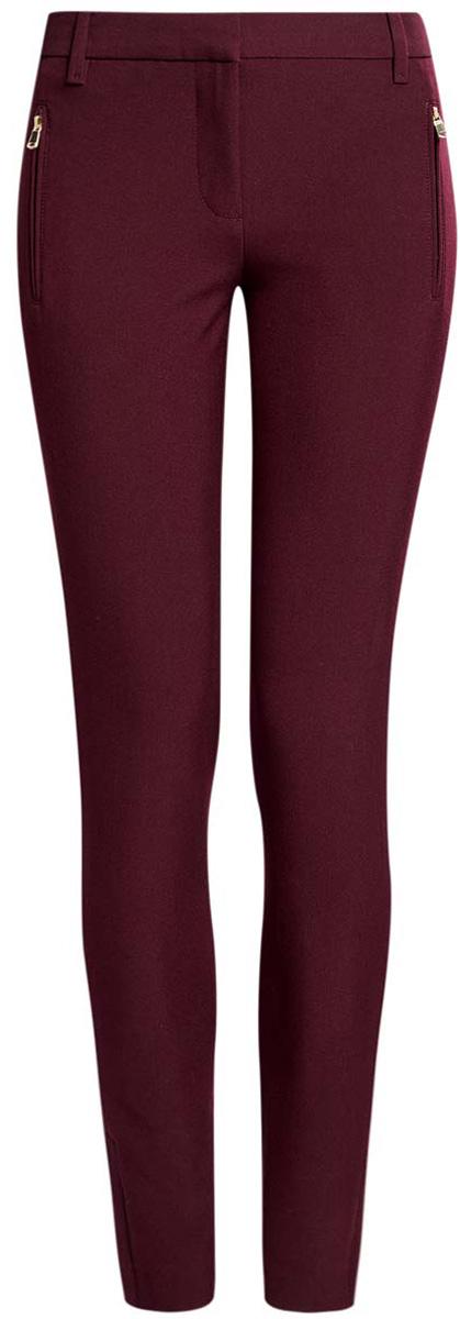 Брюки21706018-1/43804/2900NСтильные женские брюки oodji Collection выполнены из качественного комбинированного материала. Модель со средней посадкой застегивается на молнию, пуговицу и застежку-крючок, имеются шлевки для ремня. Спереди брюки оформлены двумя прорезными карманами на застежке- молнии, сзади дополнены имитацией двух прорезных карманов.Низ брючин украшен декоративными металлическими молниями с защитными планками.