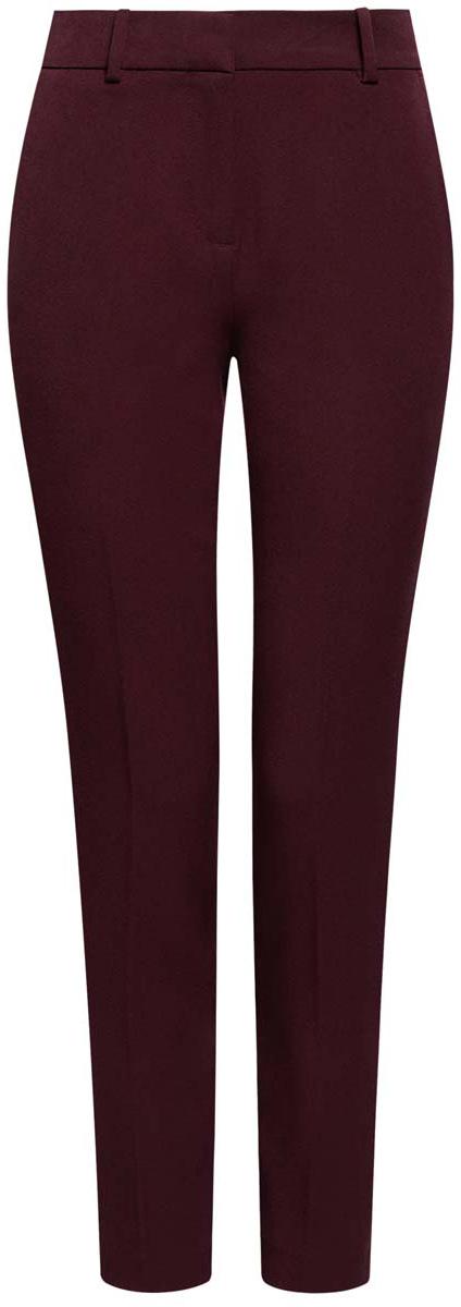11706202-2/22434/7900NСтильные женские брюки oodji Ultra изготовлены из качественного комбинированного материала. Модель-слим со стандартной посадкой выполнена в лаконичном стиле. Застегиваются брюки на застежку-молнию, потайную пуговицу и металлический крючок, а также дополнены в поясе шлевками для ремня. Спереди изделие оформлено двумя втачными карманами, а сзади двумя карманами-обманками.