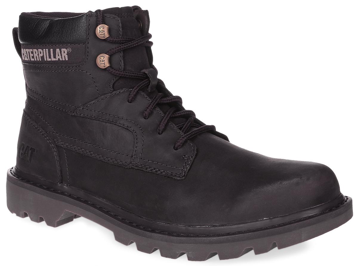 P719195Стильные мужские ботинки Bridgeport от Caterpillar - отличный вариант на каждый день. Модель выполнена из натурального нубука и оформлена декоративной прострочкой, тисненым логотипом бренда сбоку и на язычке. Верх модели декорирован текстильной вставкой с названием бренда. Ярлычок на заднике облегчает надевание обуви. Шнуровка надежно фиксирует модель на ноге. Стелька из пластика EVA обеспечивает комфортное положение стопы. Резиновая подошва с глубоким протектором обеспечивает хорошее сцепление с поверхностью. В таких ботинках вашим ногам будет комфортно и уютно. Они подчеркнут ваш стиль и индивидуальность.