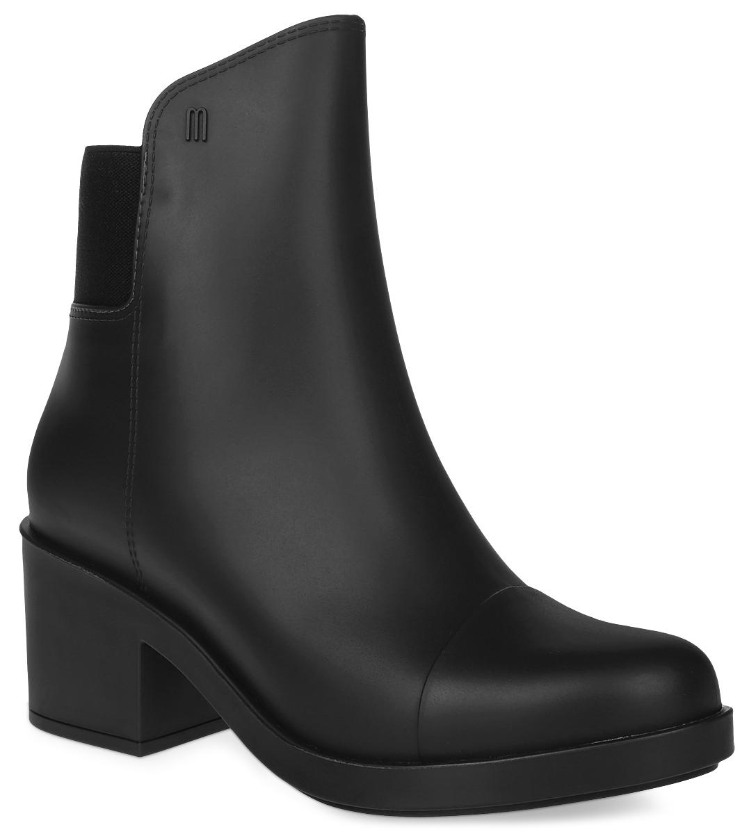 31774-1003Стильные резиновые сапоги от Melissa выполнены в виде коротких ботильонов на небольшом каблуке. Ботильоны пахнут карамелью и сзади дополнены эластичной вставкой. Обувь изготовлена из мелфлекса – инновационного пластика, который приспосабливается к форме стопы и дает ноге дышать. Даже в самый дождливый день ваши ноги будут в тепле и уюте!