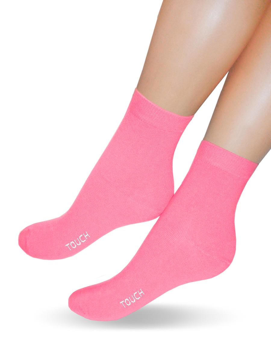 Носки200_БабушкеКлассические женские носки Touch Gold изготовлены из лучших сортов хлопка с добавлением эластановых волокон, которые обеспечивают повышенную износостойкость и превосходную посадку. Модель со стандартным паголенком оформлена в лаконичном дизайне и дополнена оригинальной этикеткой-открыткой. Такие носочки послужат отличным вариантом для подарка.