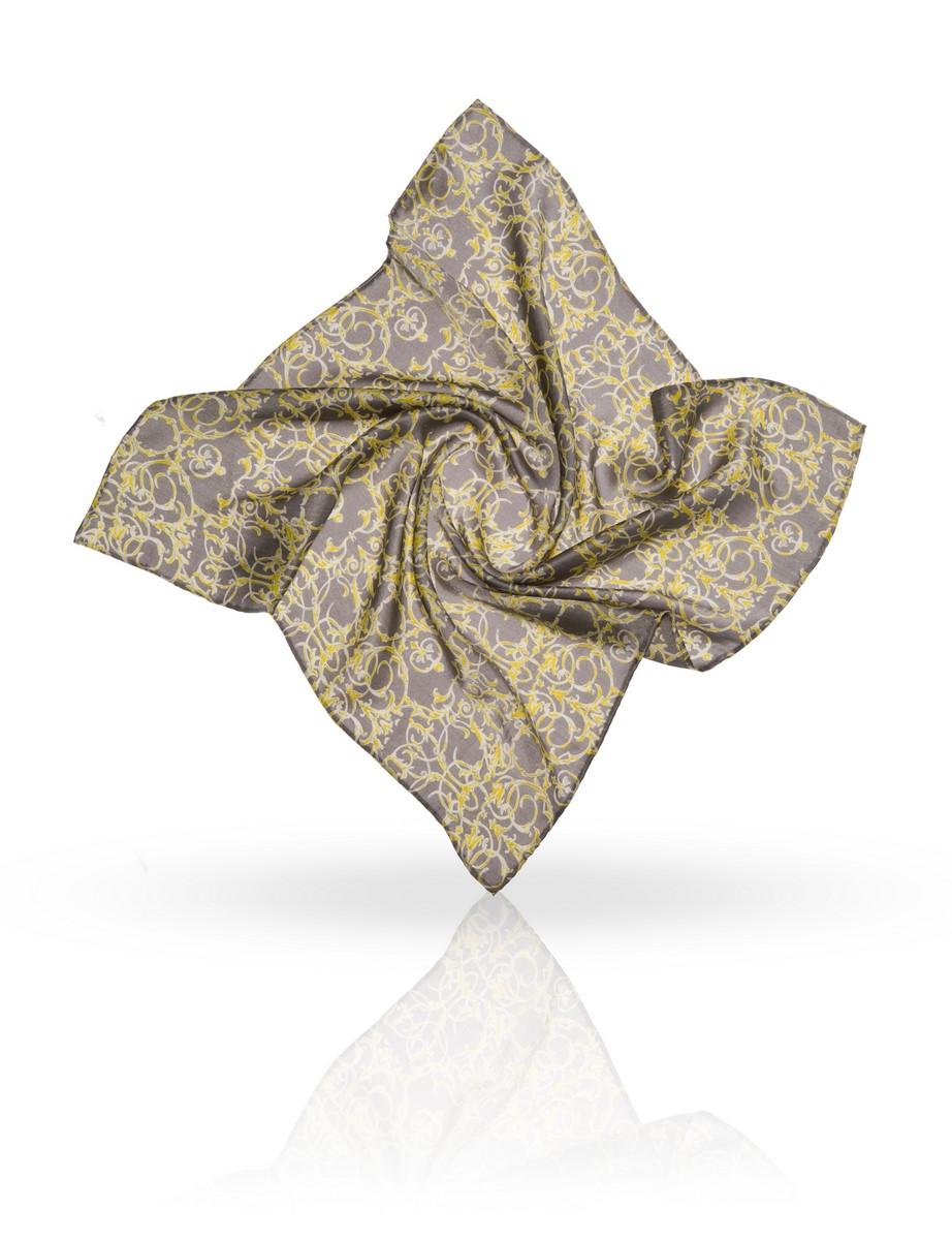ПлатокSS-GOTHIC/BEIGEКрупный растительный орнамент с викторианскими элементами. Этот платок из натурального шелка очень подойдет женщинам с вьющимися волосами.
