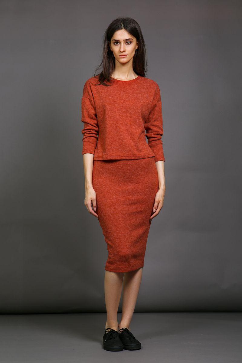 Юбка90563Облегающая силуэтная женская юбка La Via Estelar из плотной мягкой ткани имеет скрытую широкую резинку, обеспечивающую удобную носку изделия и фиксацию на талии. За счет длины миди и стилизации идеально подойдет как для делового, так и для повседневного стиля.