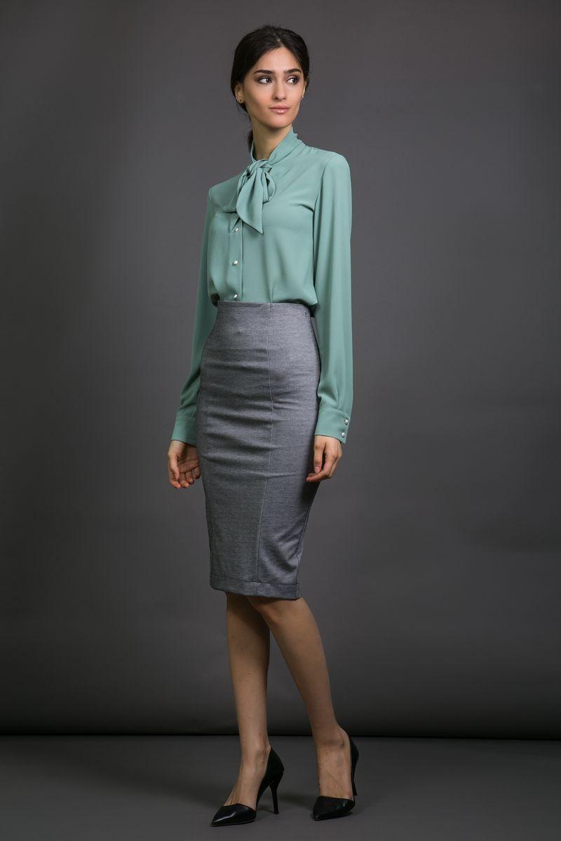 90559Элегантная силуэтная женская юбка-карандаш La Via Estelar с завышенной талией имеет сзади декоративный разрез. За счет длины миди и стилизации отлично подойдет как для делового, так и для официального стиля. Благодаря большому количеству выкроек, идеально садится по фигуре.