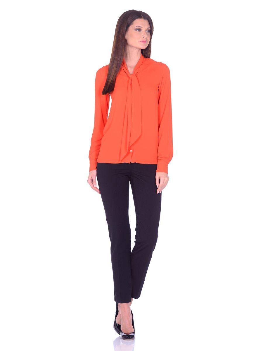 33939-4Яркая блуза La Via Estelar выполнена из легкого и воздушного полиэстрового материала. Модель свободного фасона, с длинными рукавами на манжетах и застежкой на пуговицы с петлями. Блузу легко комбинировать с любым низом, создавая нарядные образы.