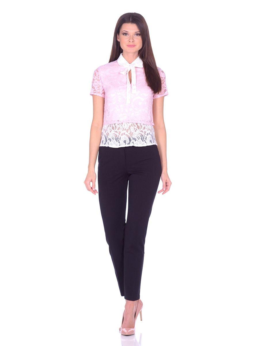 Блузка32838Изумительная блуза La Via Estelar создана из комбинации двух тканей. Наложение кружева специально подобранных цветов в сочетании с аккуратным отложным воротничком с застежкой на пуговицу и декоративной лентой, завязывающейся в бант. В дополнение к столь изысканному образу на груди пикантный узкий вырез. Празднично-нарядная блуза для непревзойденного образа