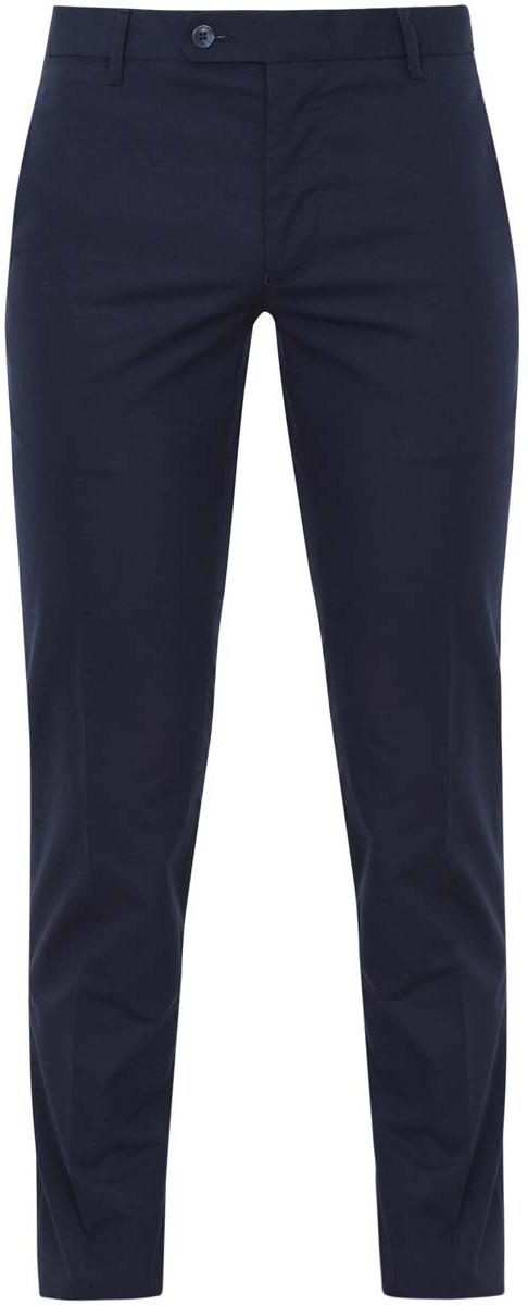 Брюки2L210154M/44230N/7900NКлассические мужские брюки oodji прямого кроя и стандартной посадки изготовлены из натурального хлопка. Брюки застегиваются на пуговицы на поясе, а также на ширинку на застежке-молнии. На поясе расположены шлевки для ремня. Модель дополнена двумя открытыми втачными карманами спереди и двумя втачными карманами с пуговицами сзади.