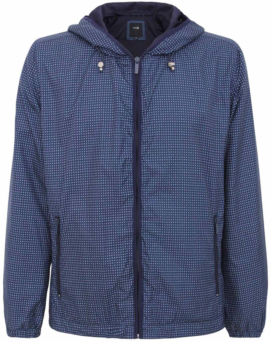 Куртка1L515010M/44097N/7910GМужская куртка oodji изготовлена из полиэстера. Модель застёгивается на застежку-молнию. Капюшон фиксируется резинкой-утяжкой. Спереди расположено два прорезных кармана на молниях. С внутренней стороны куртки расположен дополнительный карман на застежке-молнии.