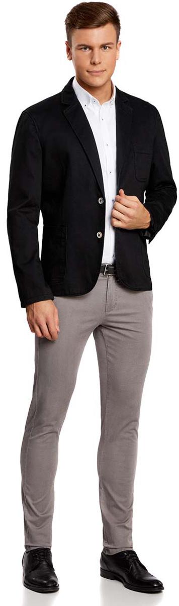 Пиджак2B510004M/17653N/2900NМужской пиджак oodji Basic скроен по классическому силуэту и плотно садится по фигуре. Имеет длинные рукава, воротник с лацканами, карман слева на груди, два кармана по бокам от талии. Застегивается на пуговицы спереди и на манжетах. Сзади имеется две симметричные шлицы. Оформлен заплатками на локтях из искусственной замши.