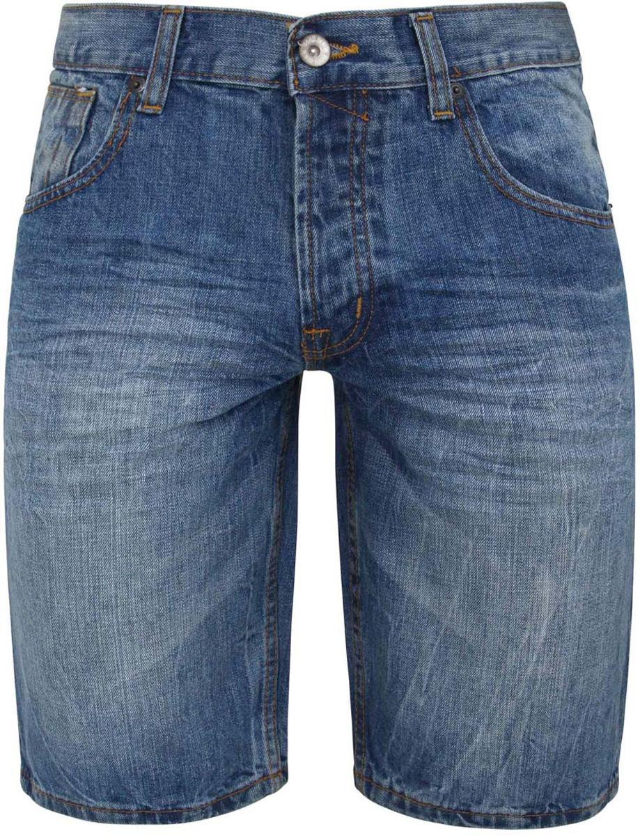 Шорты6B220002M/39665N/7000WСтильные мужские джинсовые шорты oodji изготовлены из хлопка. Шорты средней посадки застегиваются на пуговицы. На поясе имеются шлевки для ремня. Спереди модель дополнена двумя втачными карманами и одним небольшим накладным кармашком, а сзади - двумя накладными карманами. Модель оформлена эффектом потертости и перманентными складками.