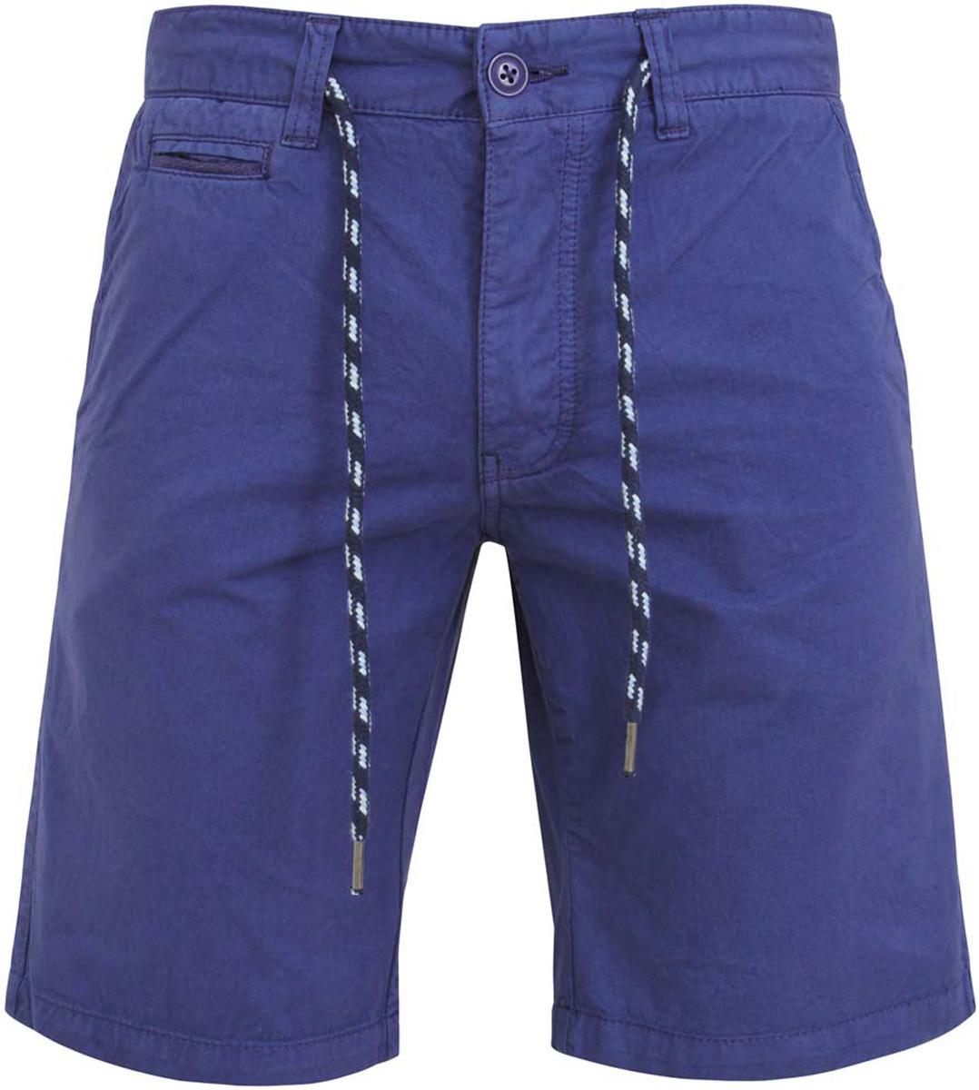 Шорты2B710004M/39765N/2900WСтильные мужские шорты oodji Basic изготовлены из хлопка. Модель застегивается на пуговицу и ширинку на застежке-молнии, имеются затягивающийся шнурок и шлевки для ремня. Спереди шорты дополнены двумя втачными карманами и одним маленьким прорезным кармашком, сзади - двумя прорезными карманами с пуговицами.