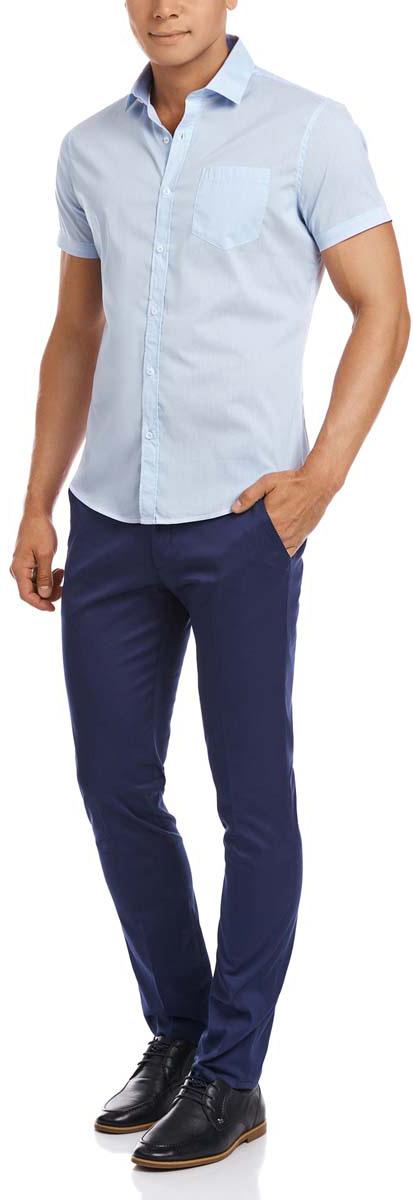 Рубашка3L210025M/44173N/1070SМужская рубашка oodji выполнена из эластичного хлопка с добавлением полиуретана. Рубашка с короткими рукавами и отложным воротником застегивается на пуговицы спереди. На груди модель дополнена накладным карманом.