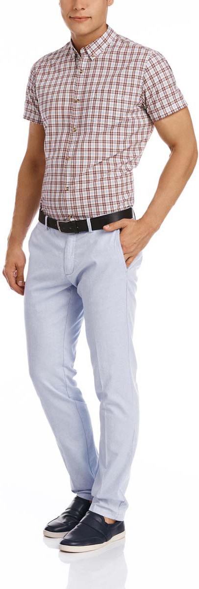 2L200156M/44231N/7000OСтильные мужские брюки oodji Lab выполнены из натурального хлопка. Модель прямого кроя и стандартной посадки застегивается на две пуговицы в поясе и ширинку на застежке-молнии. Пояс имеет шлевки для ремня. Спереди брюки дополнены двумя втачными карманами и маленьким прорезным кармашком, сзади - двумя прорезными карманами на пуговицах.
