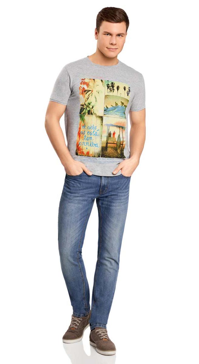 Футболка5L611165M/39270N/2350PМужская футболка oodji изготовлена из натурального высококачественного хлопка с добавлением вискозы. Выполнена с круглым воротом и классическими короткими рукавами. Оформлена абстрактным принтом с изображением моря, пальм и пляжа, а также надписями на английском языке.