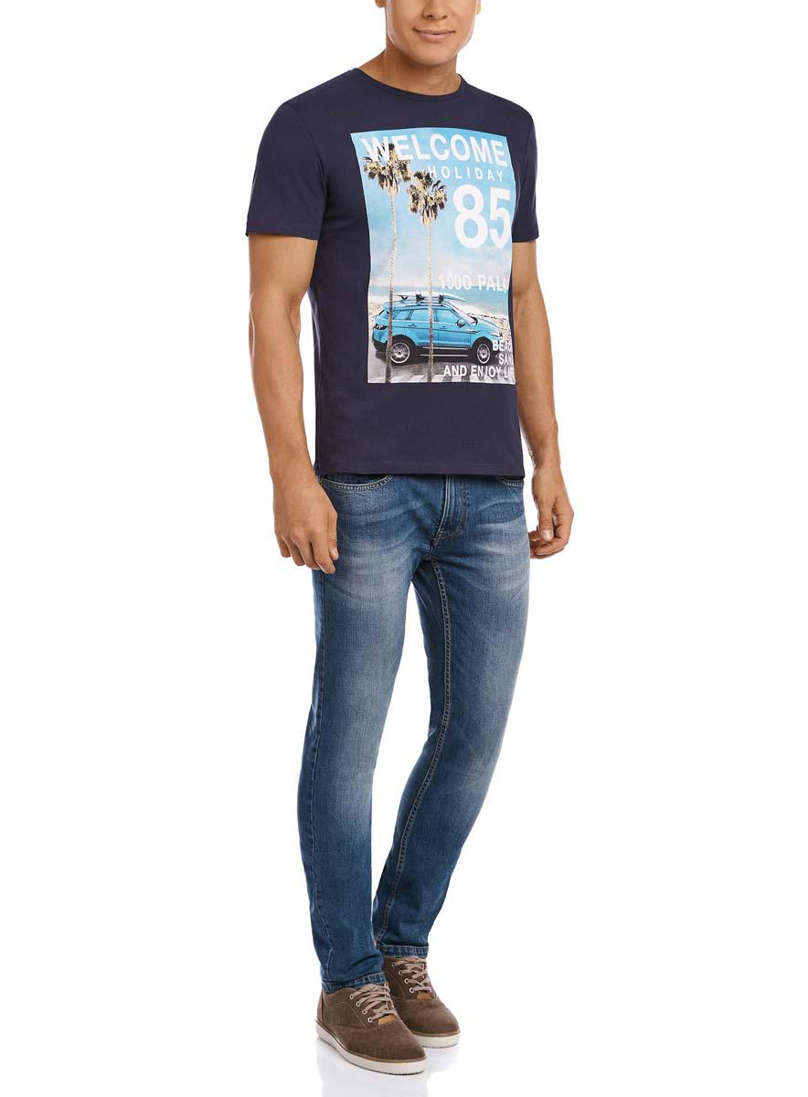 Футболка5L611269M/39485N/6575PМужская футболка oodji изготовлена из натурального высококачественного хлопка. Выполнена с круглым воротом и классическими короткими рукавами. Оформлена принтом на морскую тематику и надписями на английском языке.