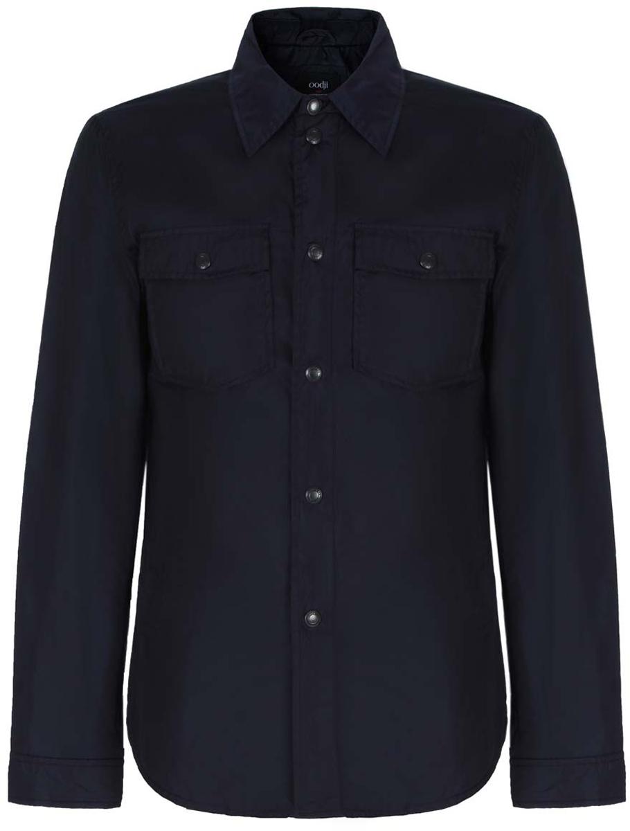 Куртка1L515009M/44089N/7900NМужская куртка oodji со съемным капюшоном изготовлена из полиамида. Модель застёгивается на застежку-молнию и кнопки. Капюшон дополнен резинкой-утяжкой с фиксаторами. Спереди на куртке расположено два врезных кармана на кнопках и два накладных кармана под клапанами на кнопках. С внутренней стороны куртки расположен дополнительный карман на застежке-молнии. Низ рукавов фиксируется кнопками. Куртка имеет слегка приталенный силуэт.